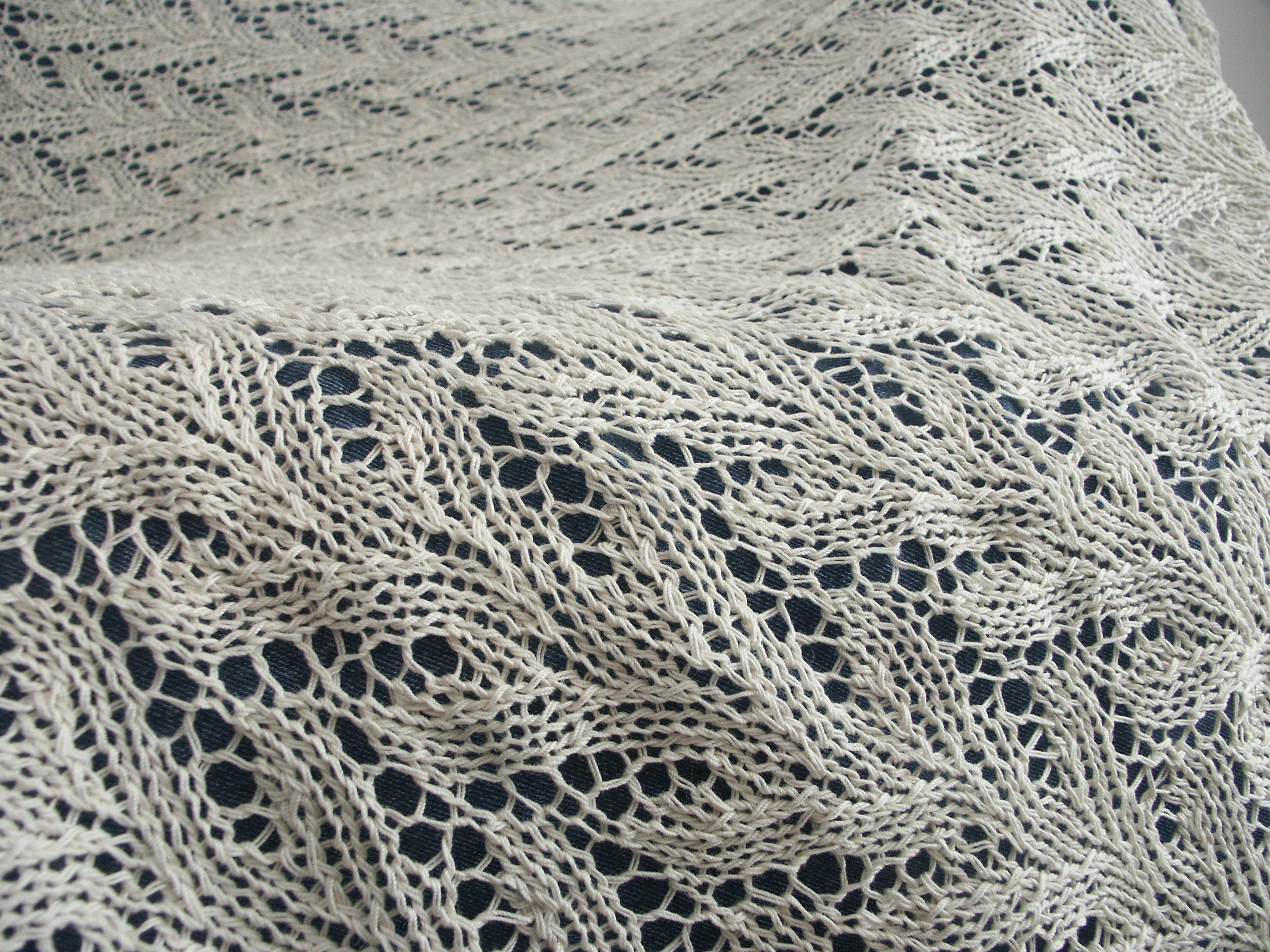 FO: Lace tablecloth: knitting